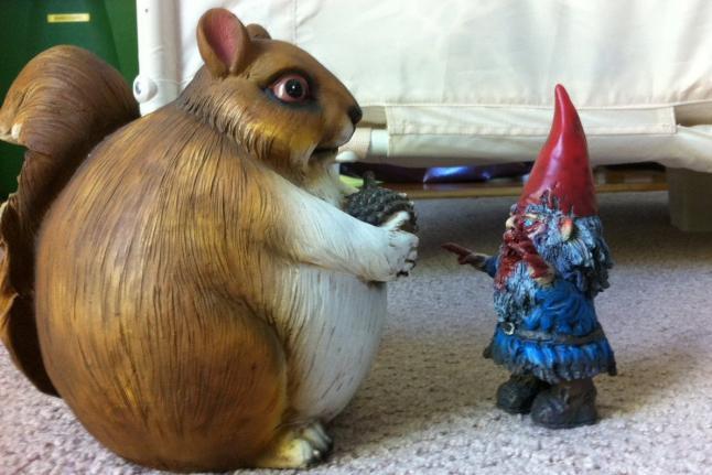 Gnombies Garden: Gnombies Figurure Meets Fat Squirrel